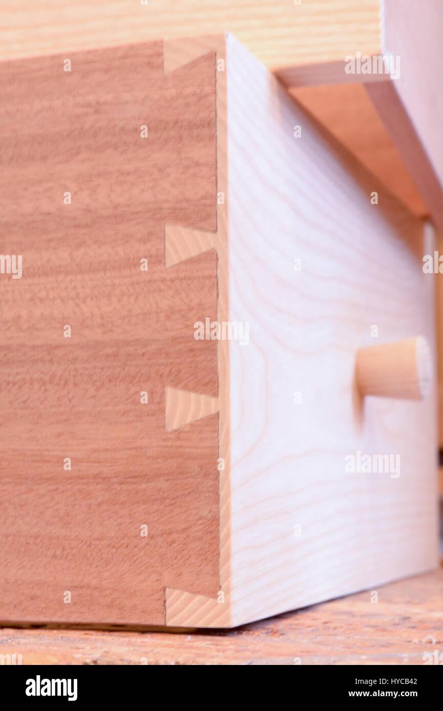 Schwalbenschwanzverbindungen Auf Holzschublade In Tischler