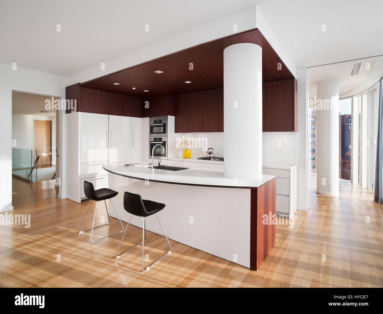 GroB Offene Küche Mit Insel In Einer Musterwohnung. Ein Jackson Square, New  York, Vereinigte Staaten Von Amerika. Architekt: Kohn Pedersen Fox  Associates (KPF), ...