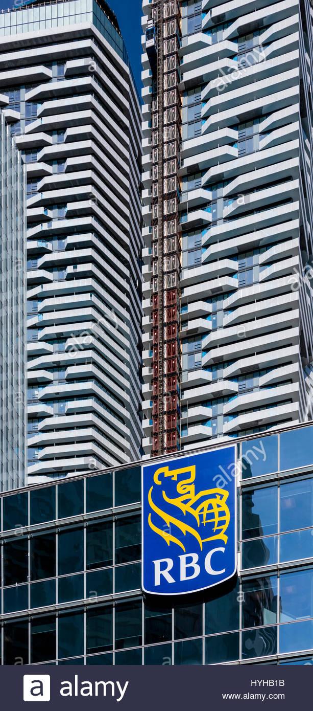 Royal Bank RBC Royal Bank of Canada Zeichen und neue Eigentumswohnung Entwicklungen erfordern Hypotheken in Toronto Stockbild
