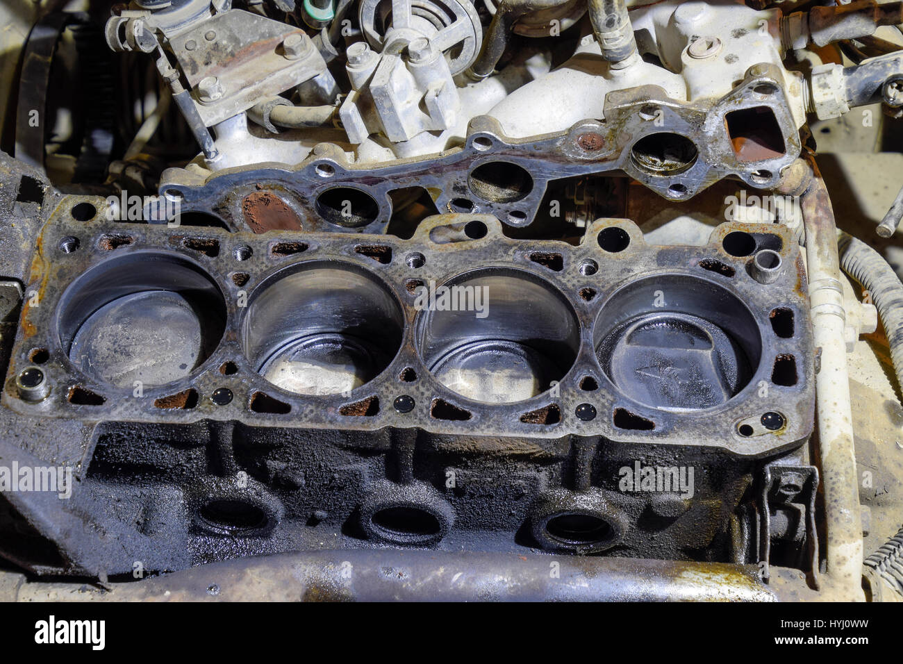 Der Zylinderblock des Vierzylinder-Motors. Zerlegten Motor Fahrzeug ...