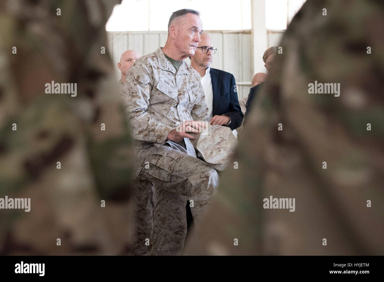 U S Army Soldiers From Forward Stockfotos & U S Army Soldiers From ...