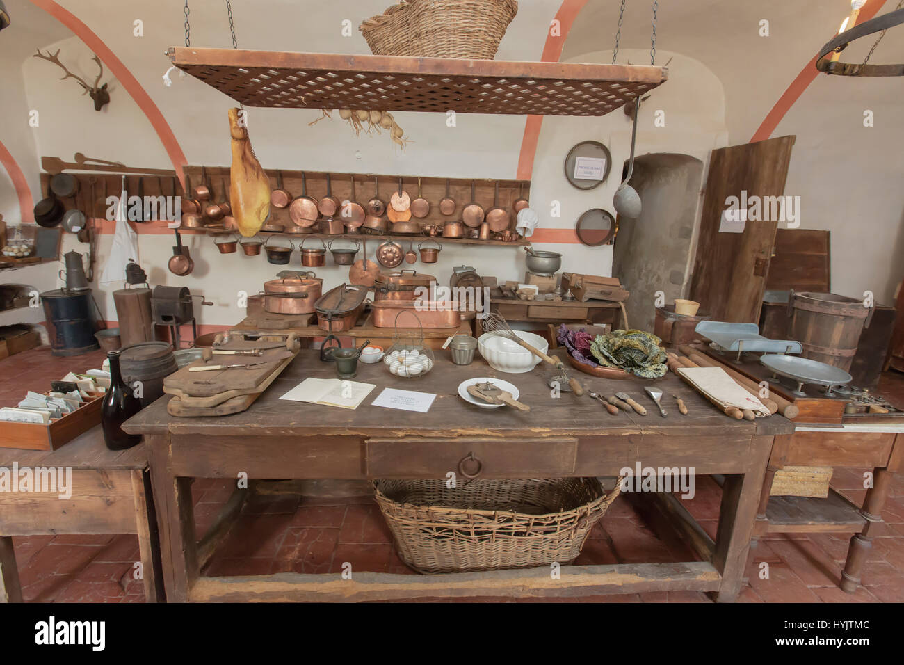 Kitchen Of The Castle Stockfotos & Kitchen Of The Castle Bilder ...