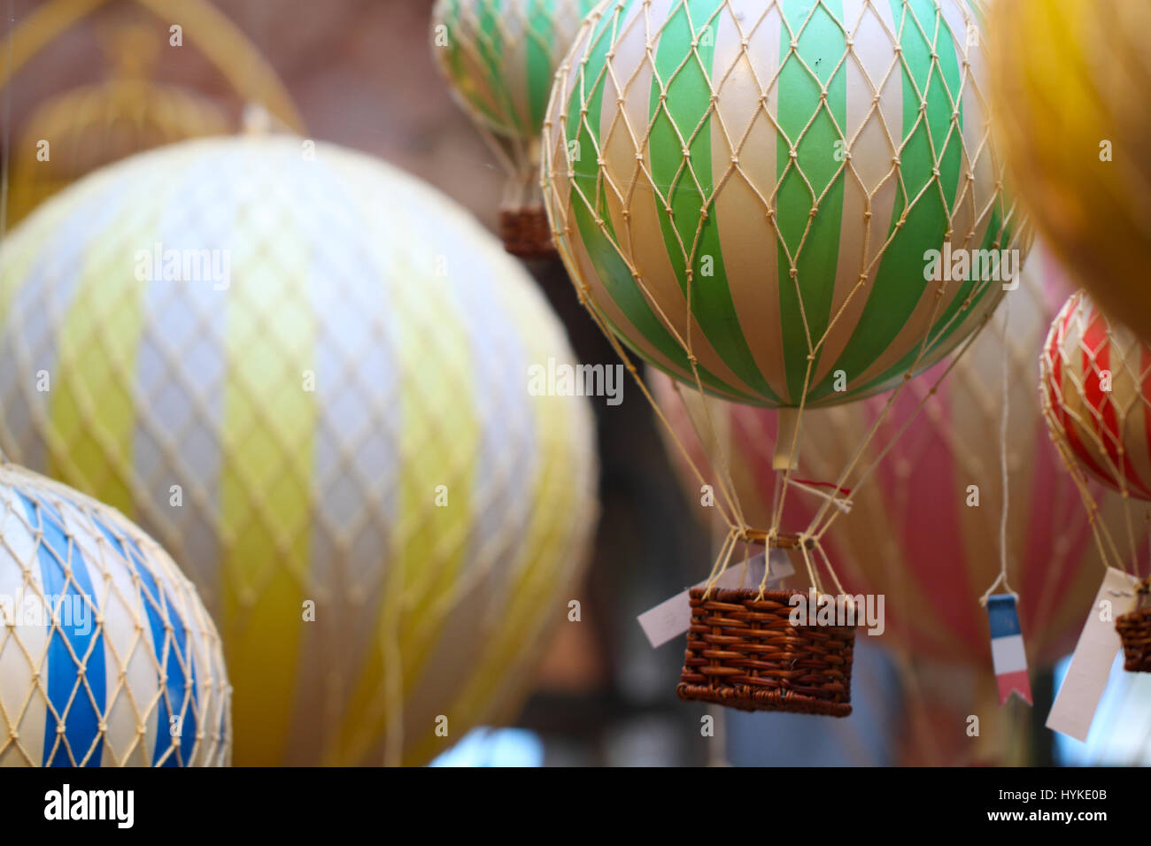 model hot air balloon stockfotos model hot air balloon bilder alamy. Black Bedroom Furniture Sets. Home Design Ideas