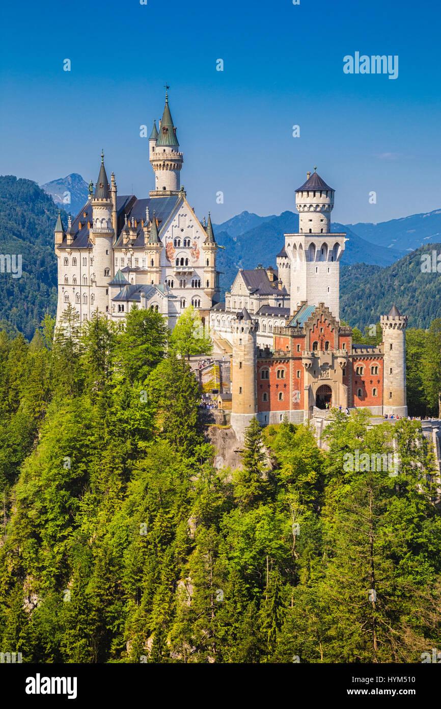 Schöne Aussicht auf das berühmte Schloss Neuschwanstein, das 19. Jahrhundert Romanesque Wiederbelebung Stockbild