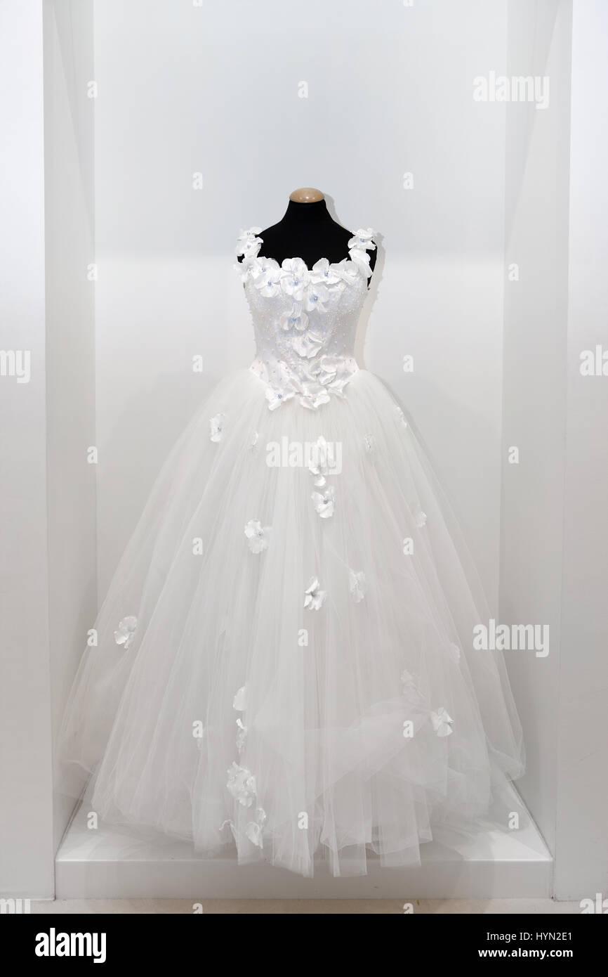 Prom Dress Mannequin Stockfotos & Prom Dress Mannequin Bilder - Alamy
