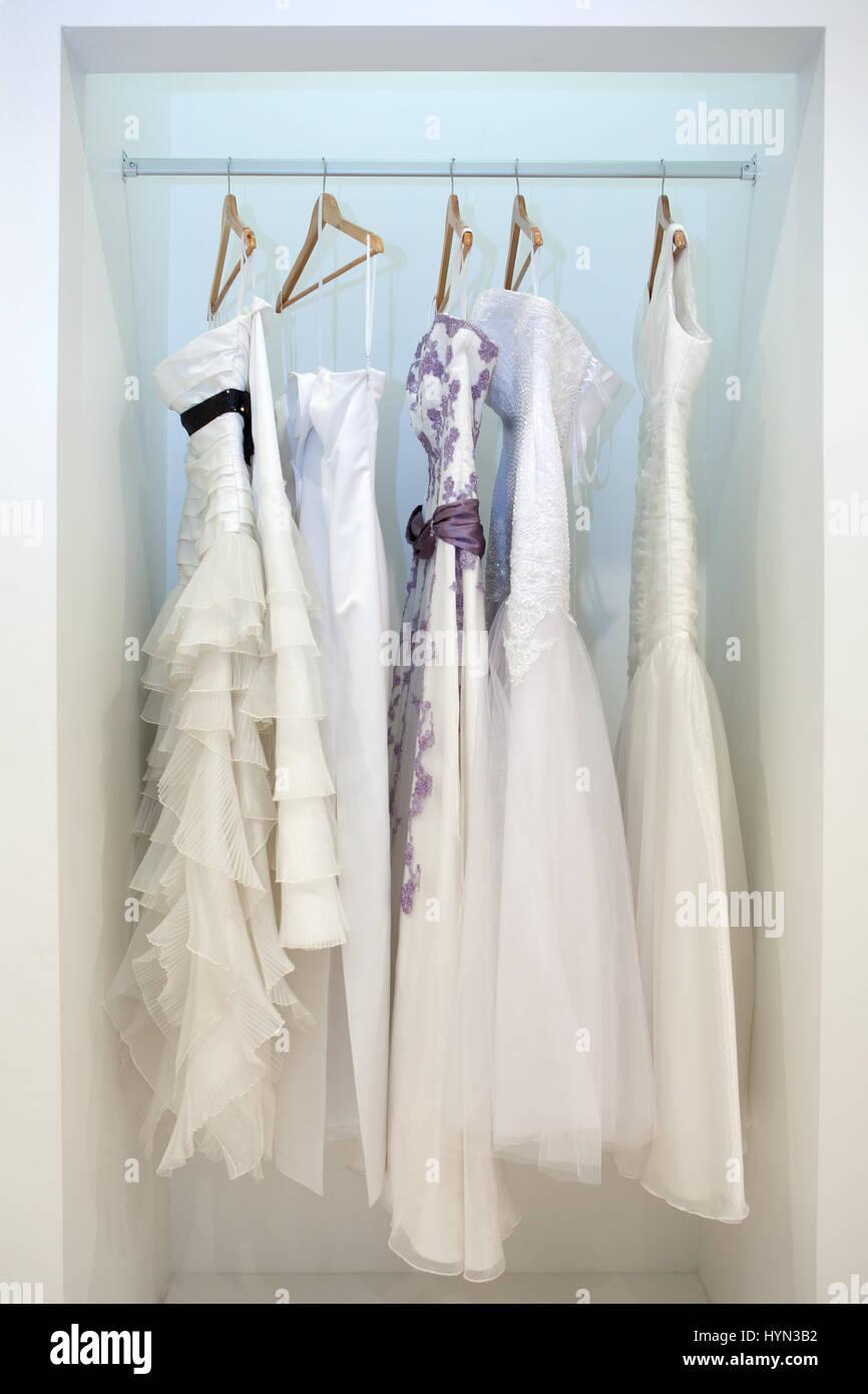 Bridal Shop Window Stockfotos & Bridal Shop Window Bilder - Alamy