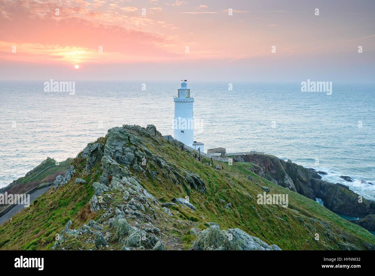 Sonnenaufgang am Start Point Lighthouse auf der südlichen Küste von Devon Stockfoto