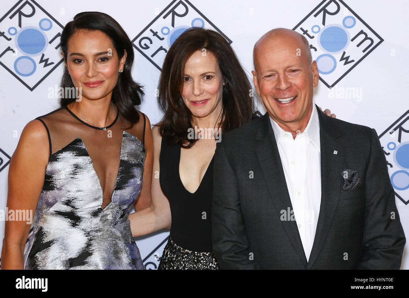 New York, NY, USA. 5. April 2017. Emma Hemming-Willis, Mary-Louise Parker, Bruce Willis im Ankunftsbereich für Stockbild