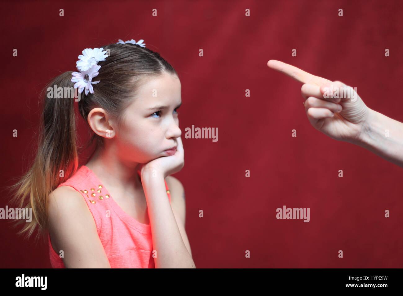 Frankreich, 10 Jahre altes Mädchen mit Blick auf elterliche Gewalt Stockfoto