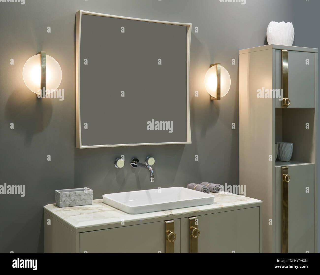 Luxuriöses Interieur Badezimmer: Wand montierten Mischer ...