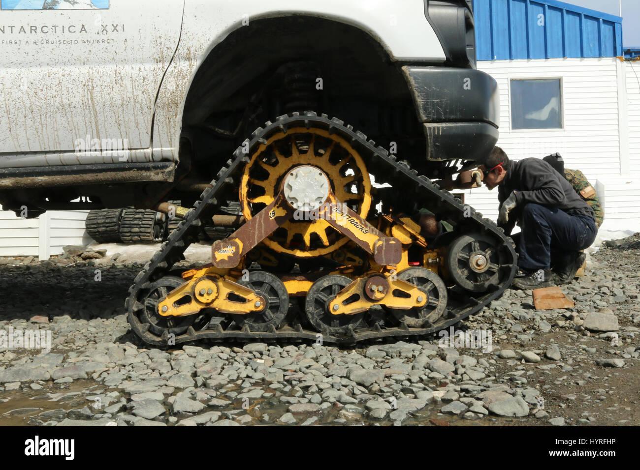 Mattrack Fahrzeug-tracking-System auf Ford Transit van Stockfoto
