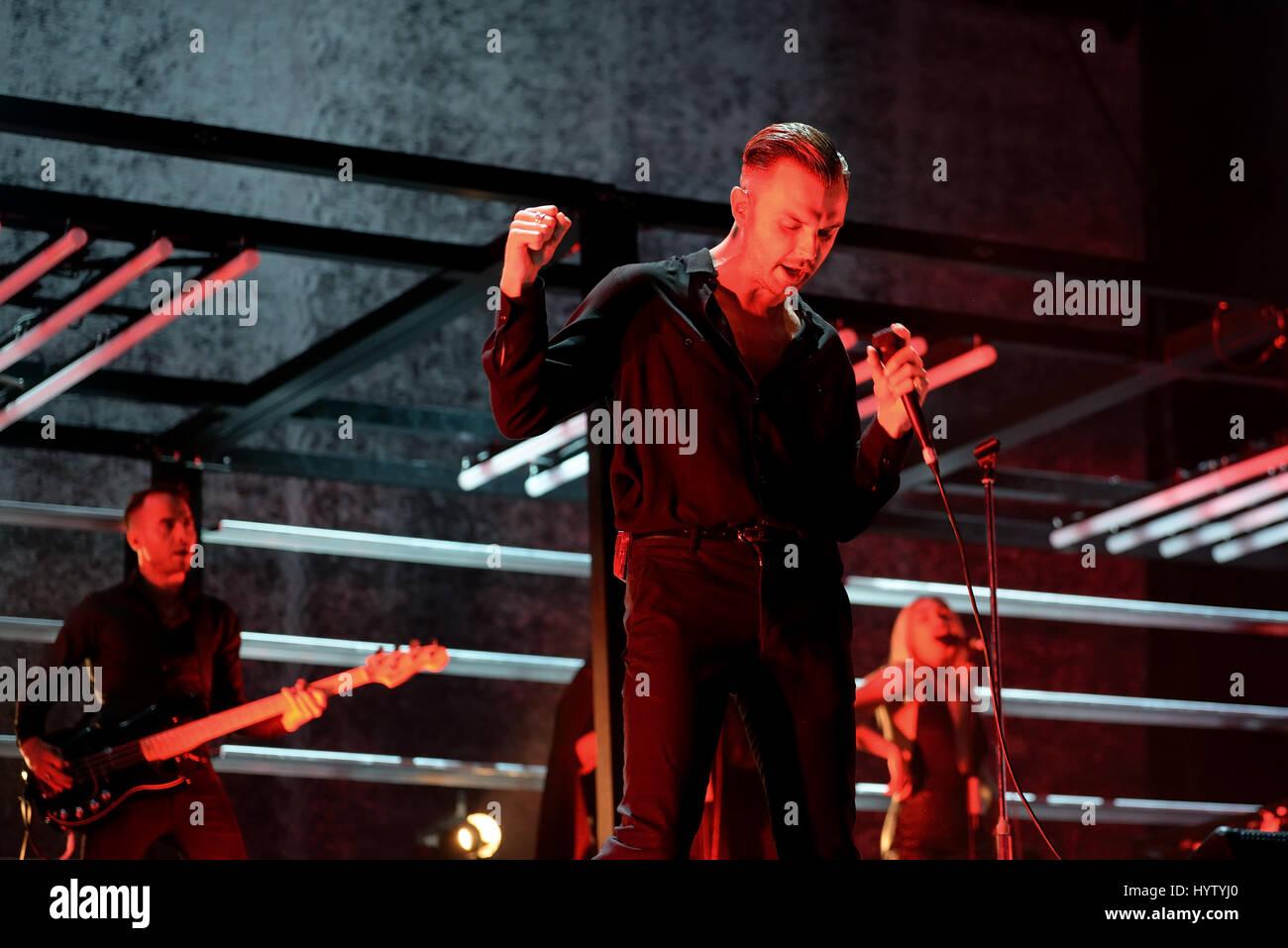 VALENCIA, Spanien - JUN 11: Hurts (Synthpop-Band) führen im Konzert beim Festival de Les Arts am 11. Juni 2016 in Valencia, Spanien. Stockfoto