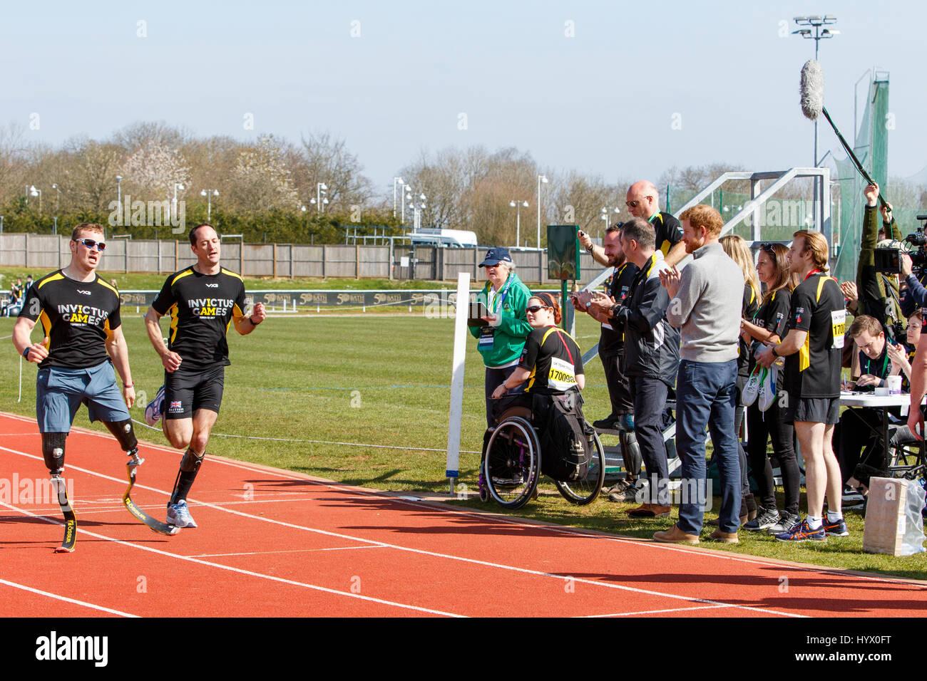 Bath, Großbritannien, 7. April 2017. Prinz Harry ist abgebildet, an der University of Bath Sport Berufsbildungsdorf Stockfoto