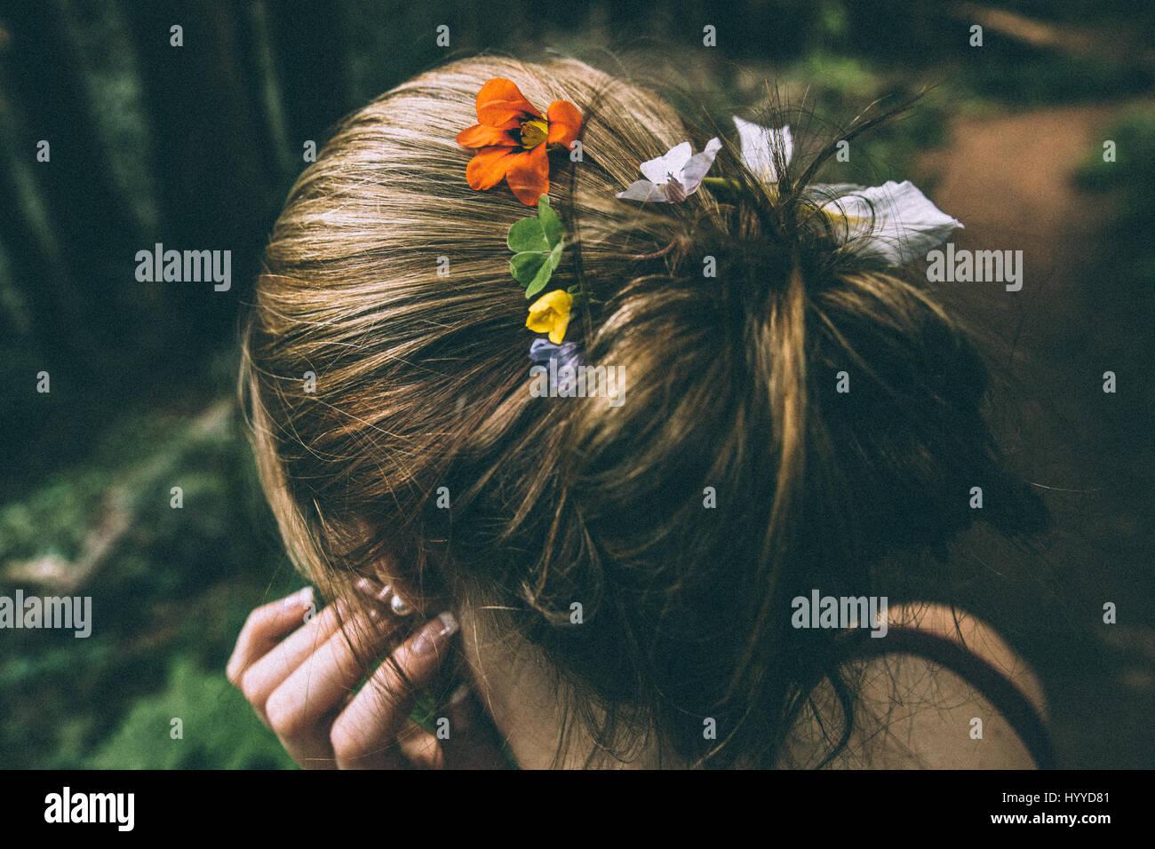 Blumen im Haar - Muir Woods National Monument, Mill Valley, San Francisco, Kalifornien, USA Stockbild