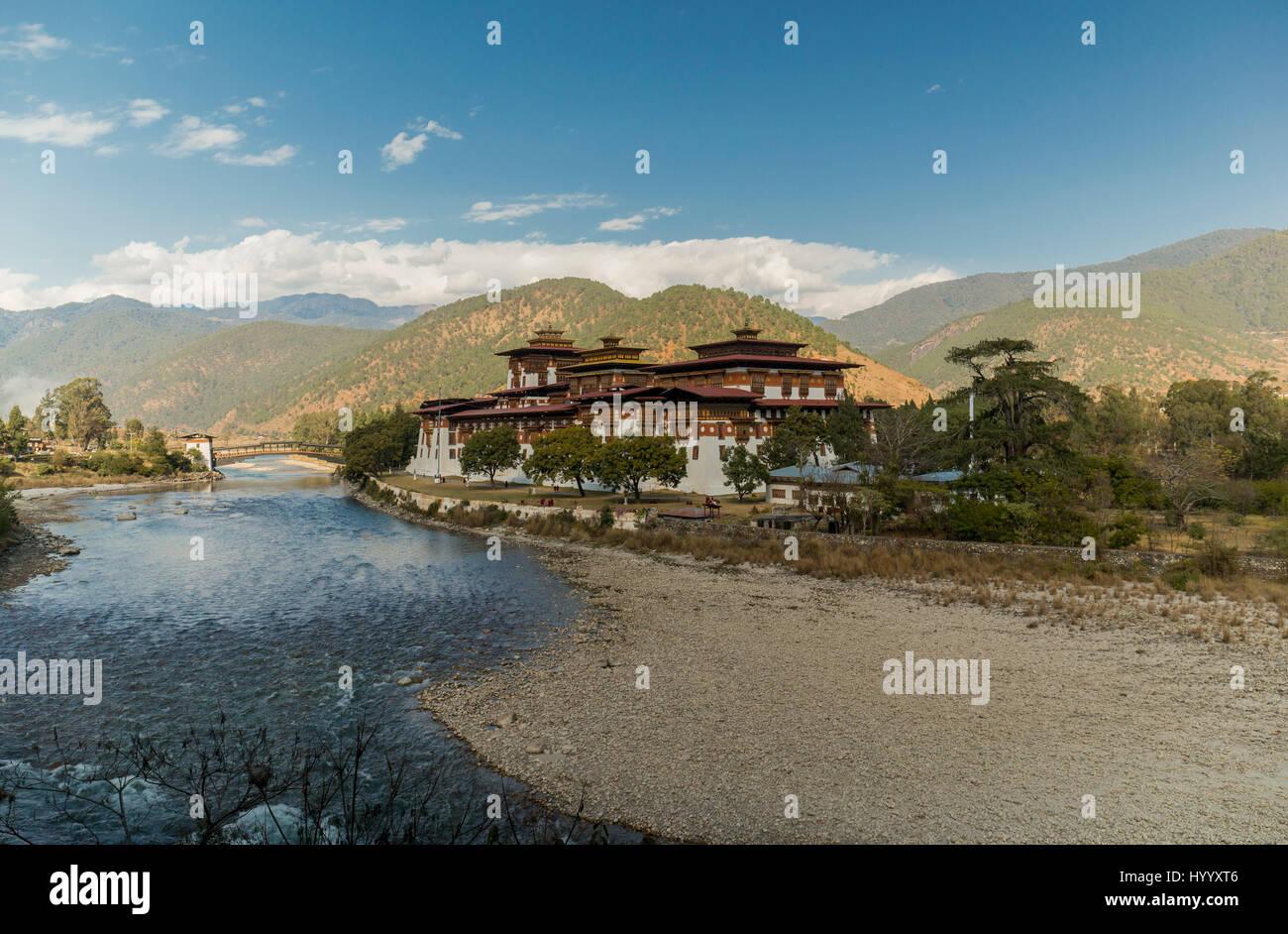 Punakha Dzong am Zusammenfluss der beiden Flüsse Mo Chhu und Pho Chhu (Bhutan) Stockbild