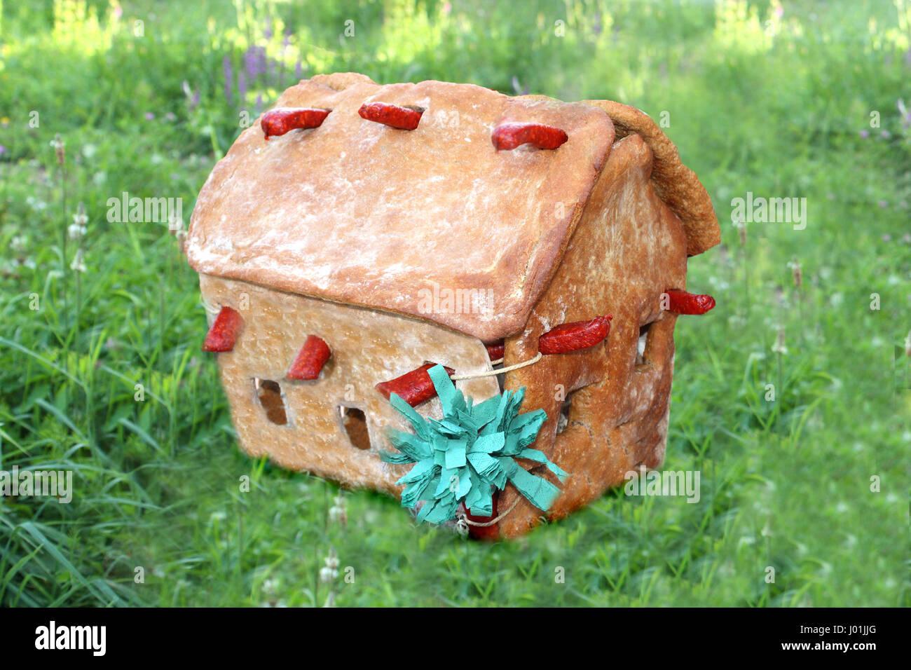 Ein Haus aus Brot Gebacken Auf Einer Wiese Stockbild