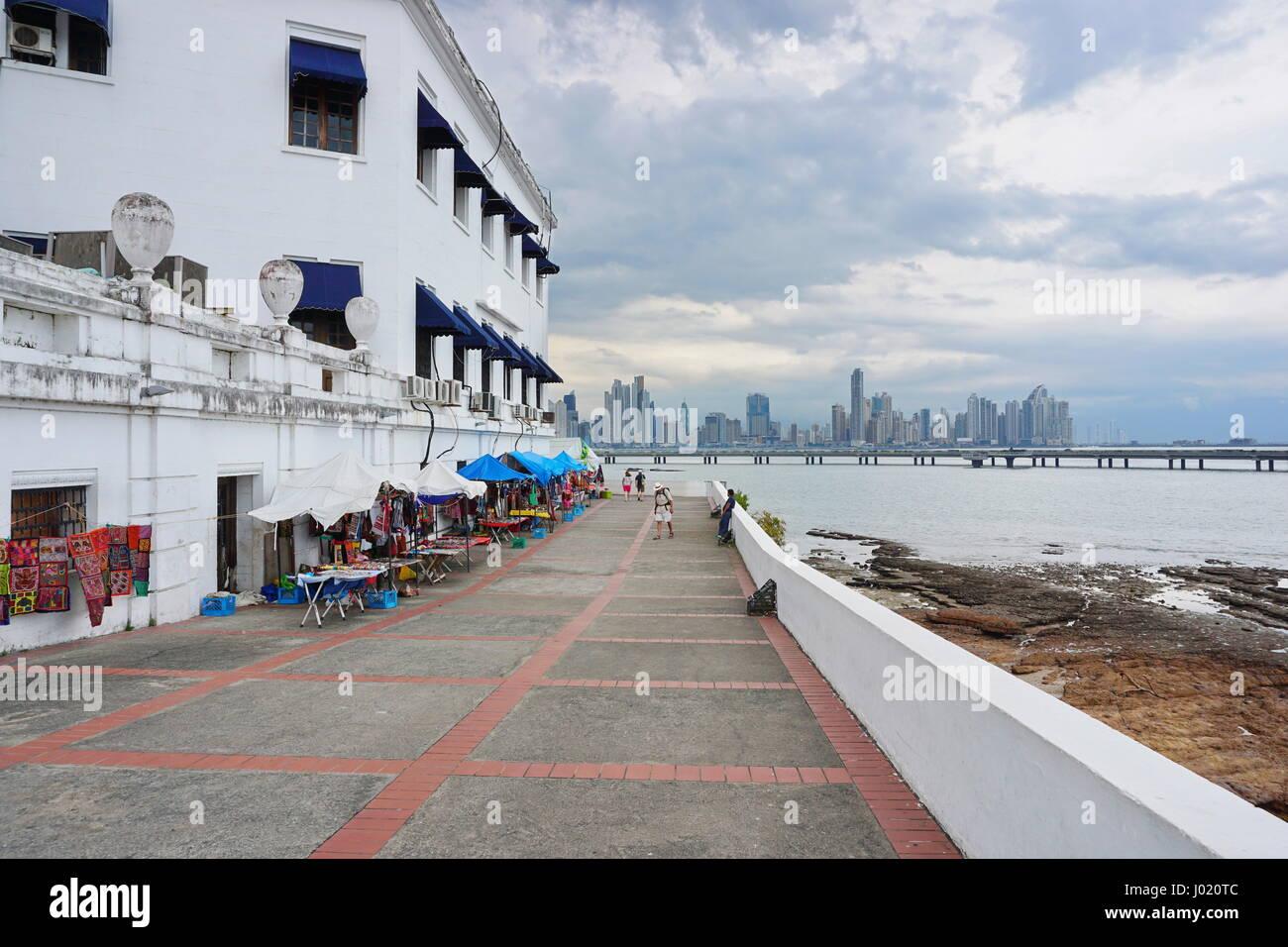 Küstenweg rund um die Plaza de Francia in der Casco Viejo, der Altstadt von Panama City, Panama, Mittelamerika Stockbild