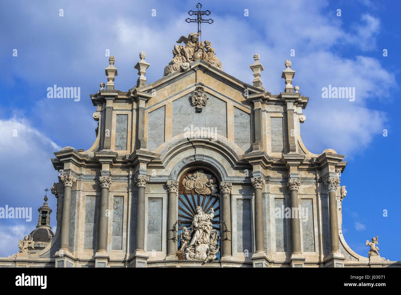 Fassade und St. Agatha Nische des römisch-katholischen Metropolitan Kathedrale von St. Agatha am Domplatz in Stockbild