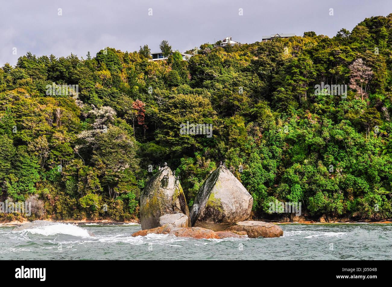 Split Apple Rock im Abel Tasman Nationalpark in Neuseeland Stockbild