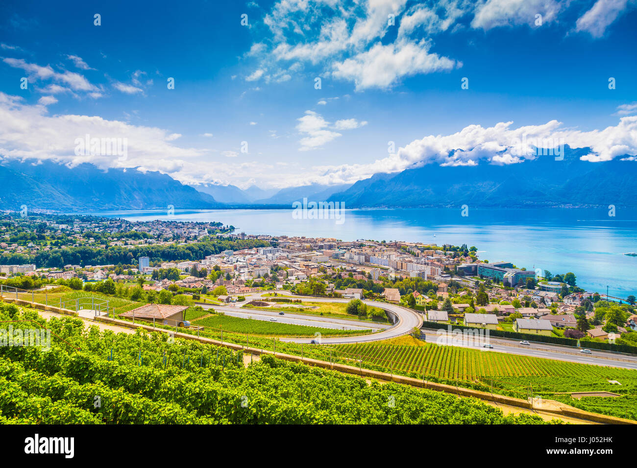 aerial panoramablick auf die stadt vevey am genfersee mit. Black Bedroom Furniture Sets. Home Design Ideas