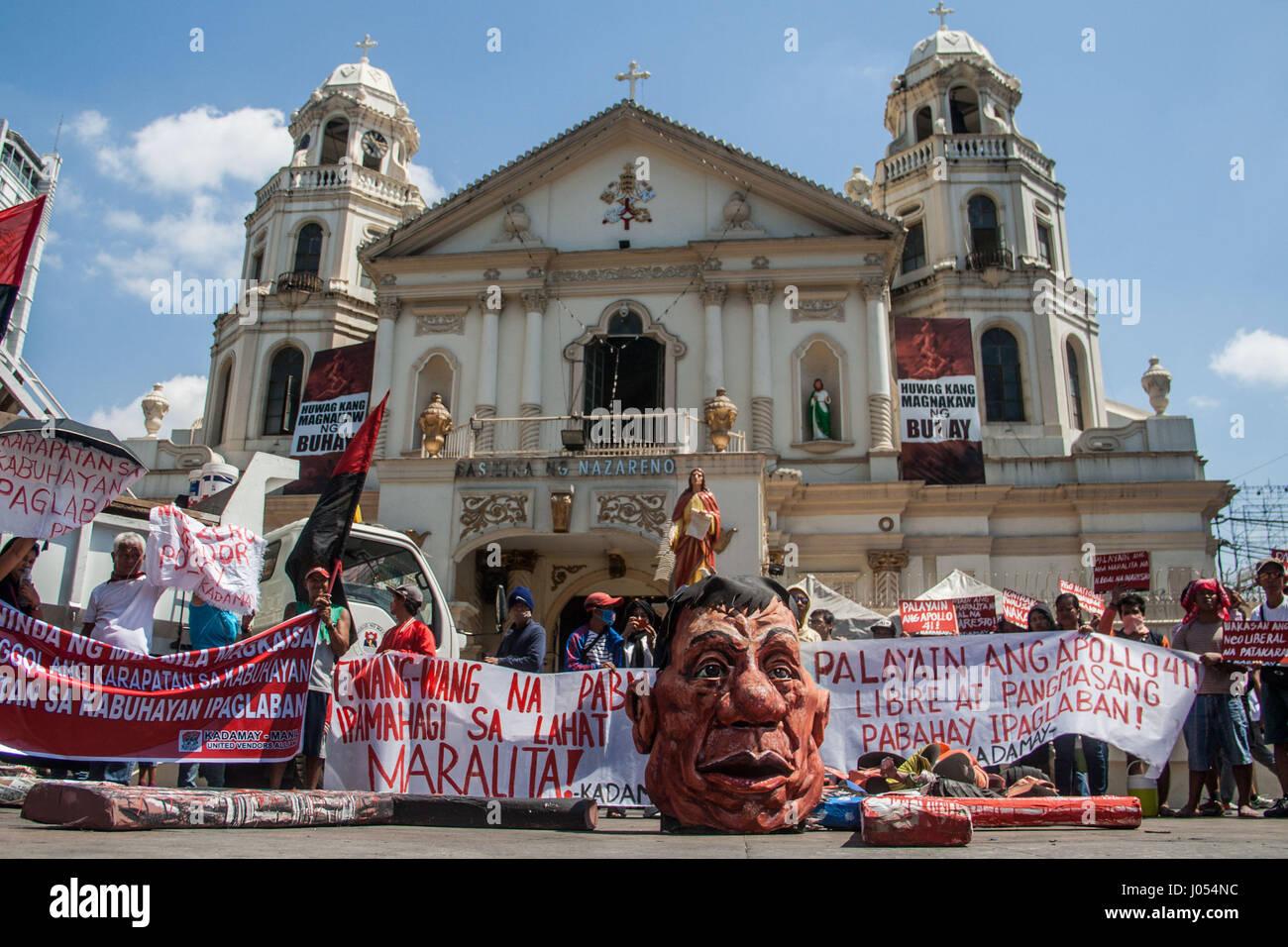 Manila, Philippinen. 10. April 2017. Aktivisten führen durch die ...