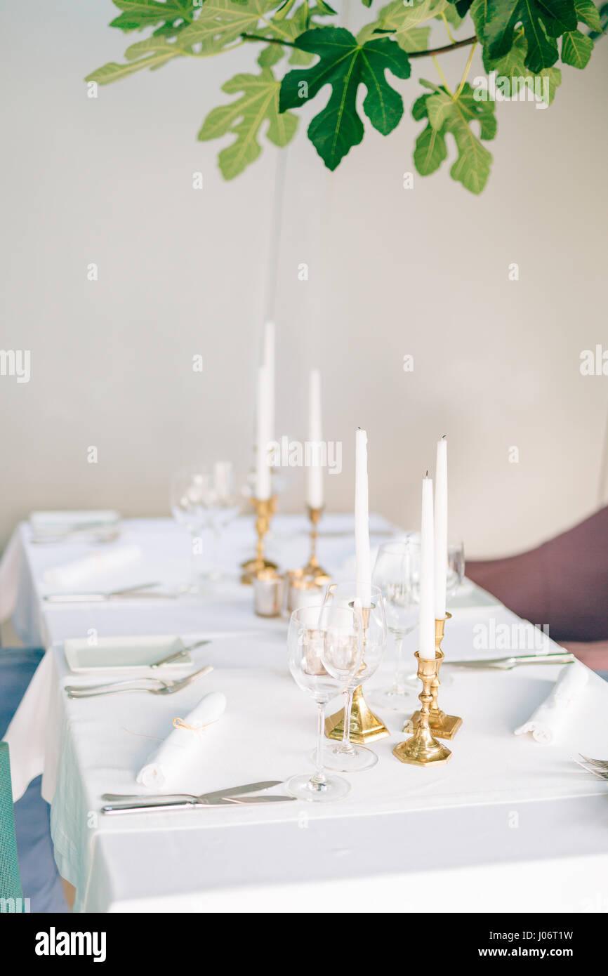 Kerzen Auf Dem Tisch Im Restaurant Tischdekoration In Einem Cafe