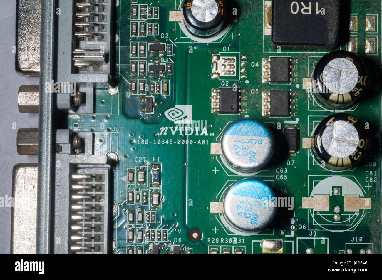 Das Nvidia-Logo wird auf Donnerstag, 6. April 2017 auf eines ihrer Grafikkarten in New York gesehen. NVIDIA-Lager Stockbild