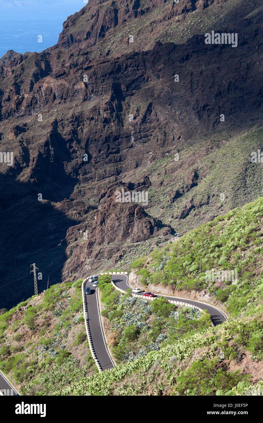 TF-436 ist eine kurze Zick-Zack Bergstraße befindet sich in der Macizo de Teno-Gebirge im westlichen Teil der Stockbild