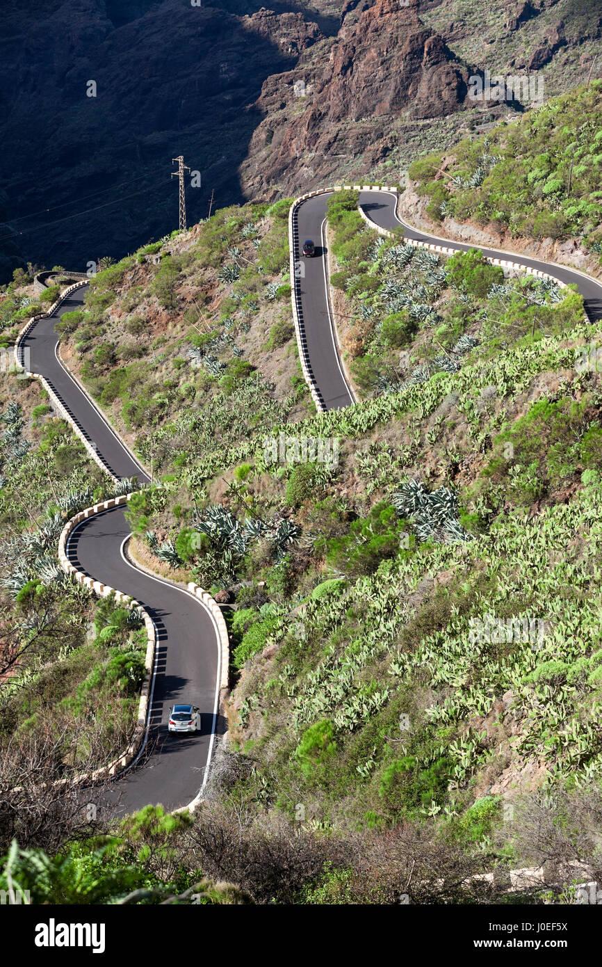 Straße TF-436 ist der einzige Weg zum Dorf Masca durch die Berge. Zick-Zack-Straße in den Macizo de Teno Stockbild