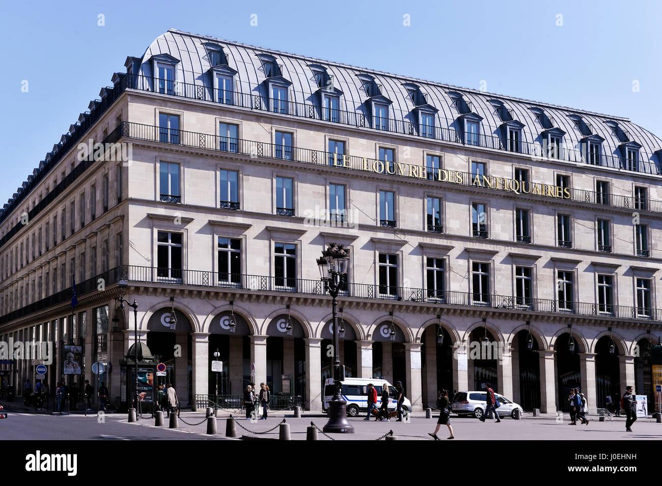 Le Louvre Des Antiquaires Paris Frankreich Stockfoto Bild