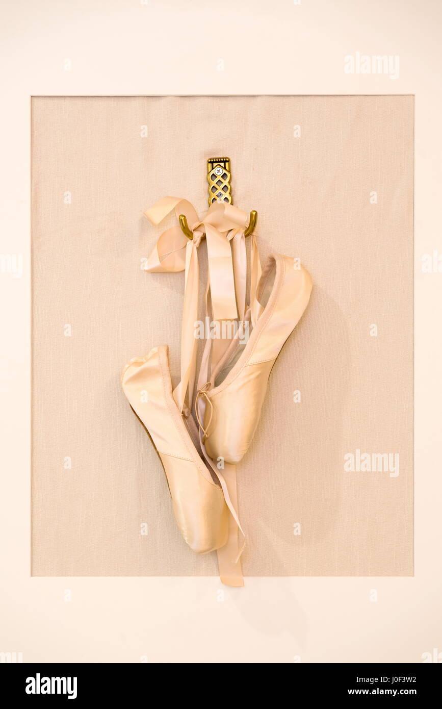 Ballettschuhe hängen in einem Bilderrahmen Stockfoto, Bild ...