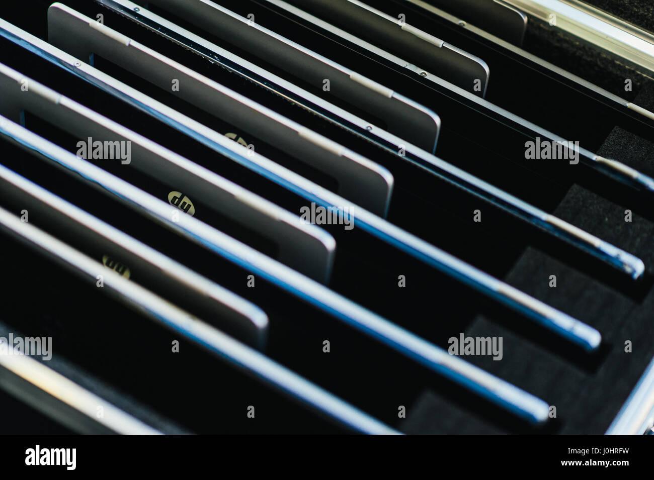 Box von Hewlett-Packard PC-Bildschirme Stockbild