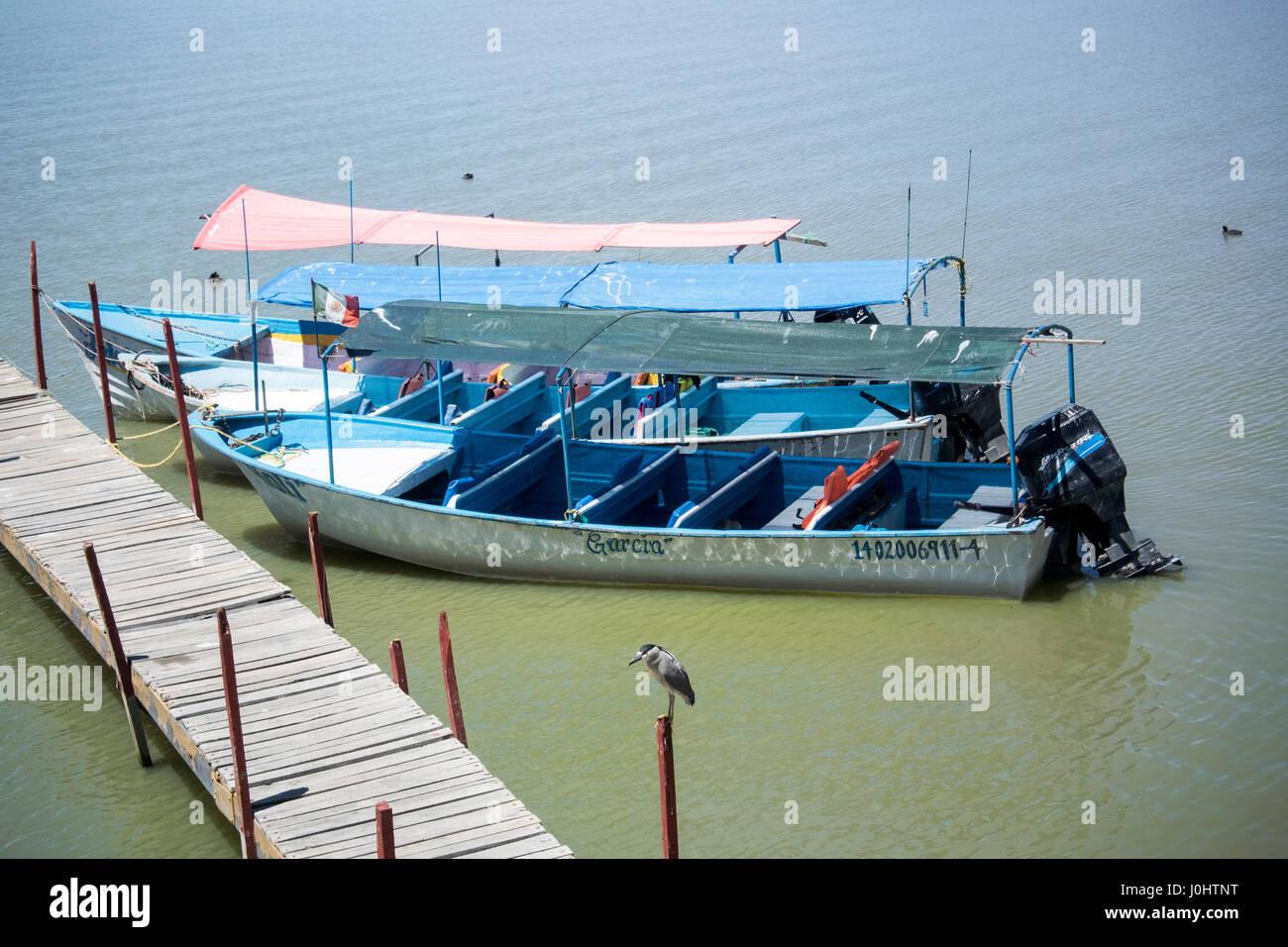 Festgemachten Boote, Seepromenade, Chapala, Jalisco, Mexiko. Chapala See ist das größte Organ des Süßwassers Stockbild