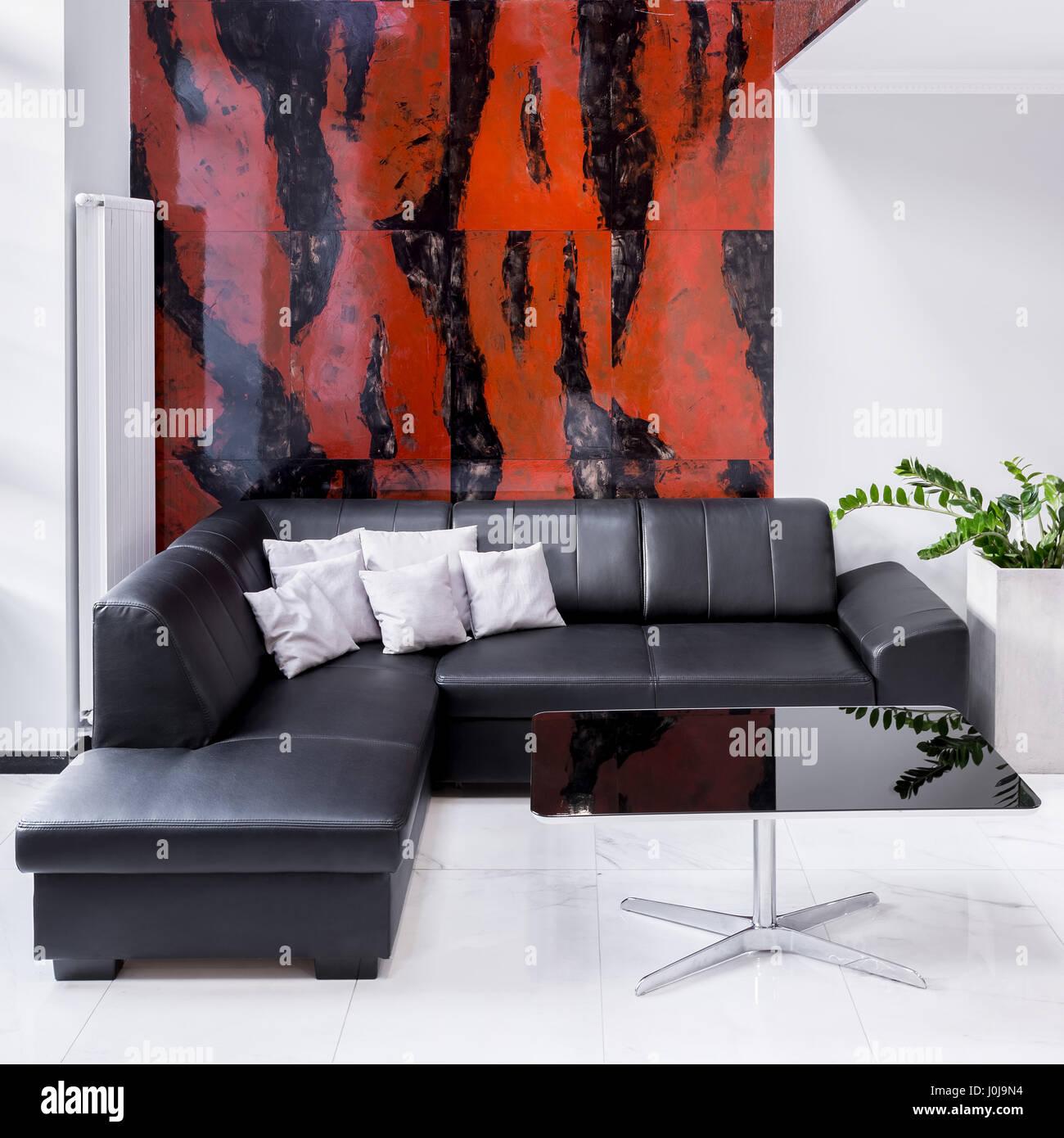 Luxus Wohnzimmer Mit Grossem Sofa Lampe Schwarzen Und Roten Marmor