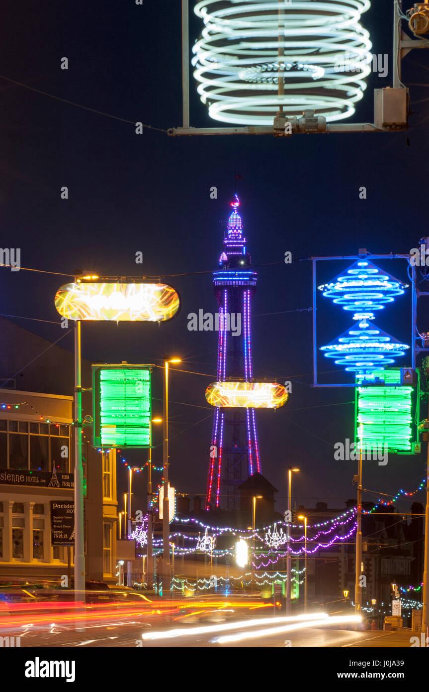 Blackpools Uferpromenade Main Street in Blackpools Beleuchtung Light Festival. Stockbild