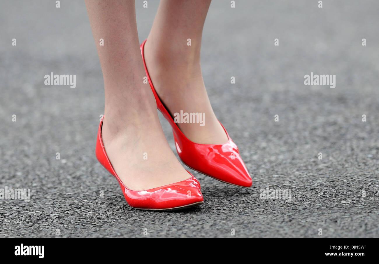 Ein Blick Auf Die Roten Schuhe Getragen Von Premierminister Theresa