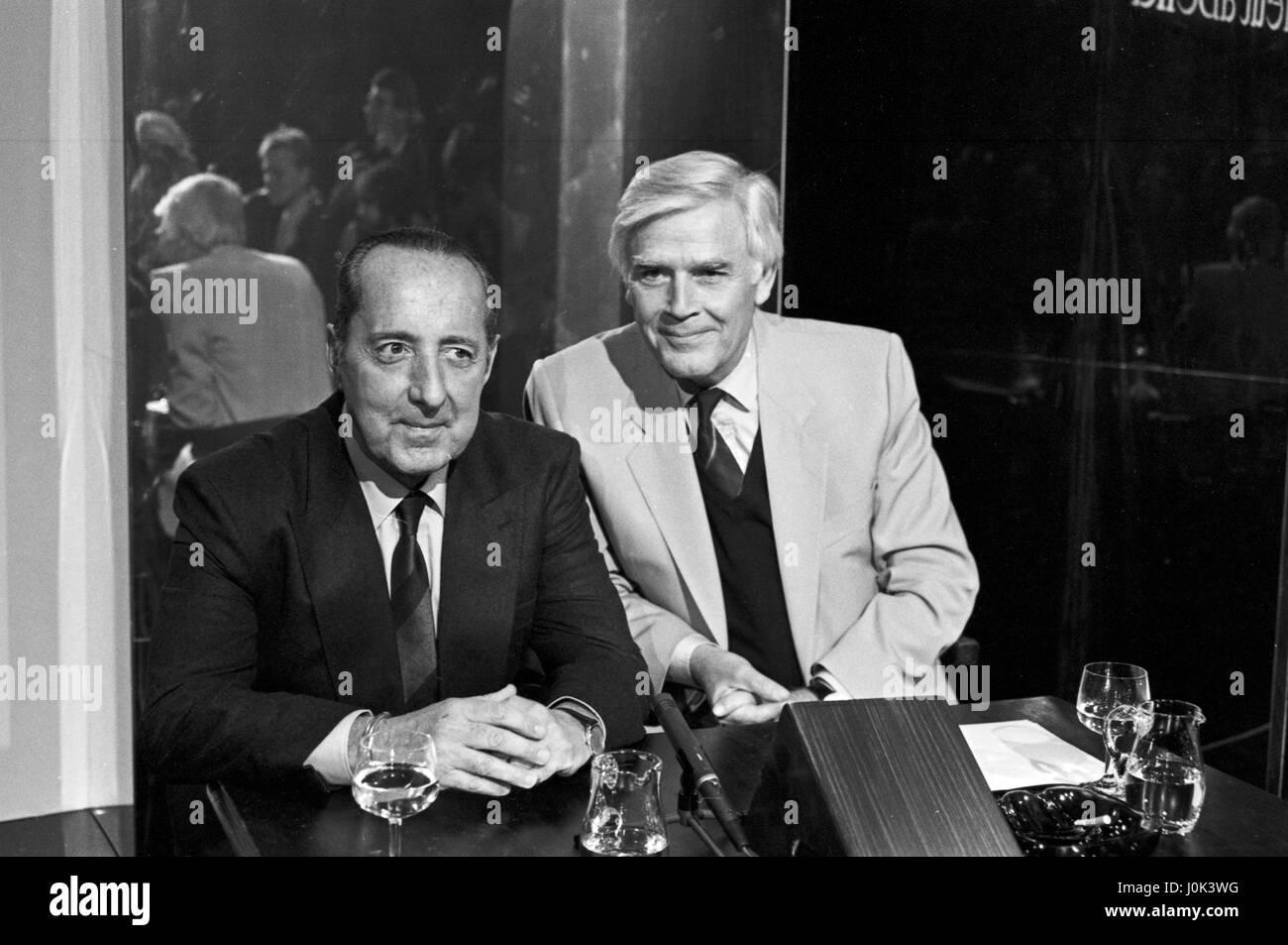 Deutsch französischer Journalist und Publizist Peter Scholl-Latour zu Gast bei Joachim Fuchsberger in dessen Stockbild