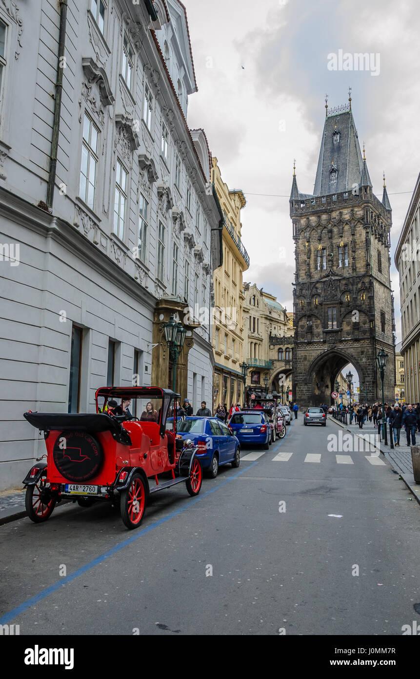 Tour Prag im altmodischen Stil, auf einem 90-minütigen, private Reise durch die Stadt in einem historischen Stockbild