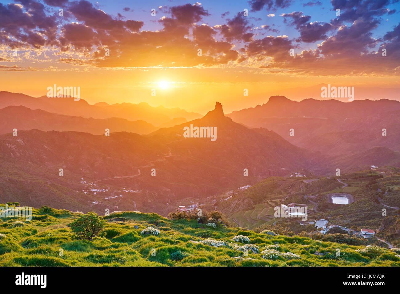 Sonnenuntergang Berglandschaft am Roque Bentayga, Gran Canaria, Kanarische Inseln, Spanien Stockfoto