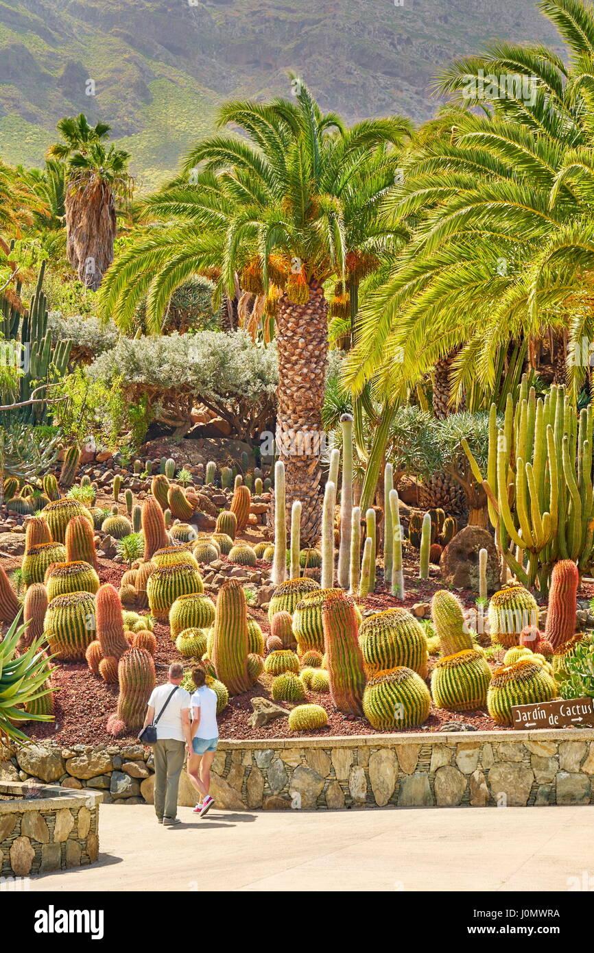 Touristen im Kaktusgarten, Gran Canaria, Spanien Stockbild