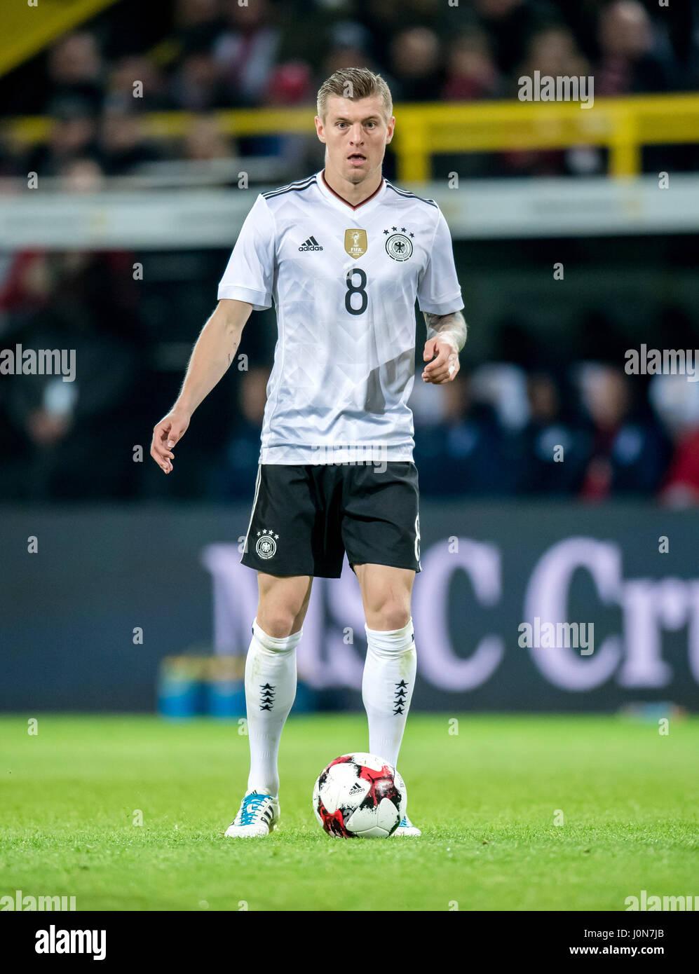 Deutschlands Toni Kroos in Aktion während der nationalen Fußball-match zwischen Deutschland und England im Signal Stockfoto