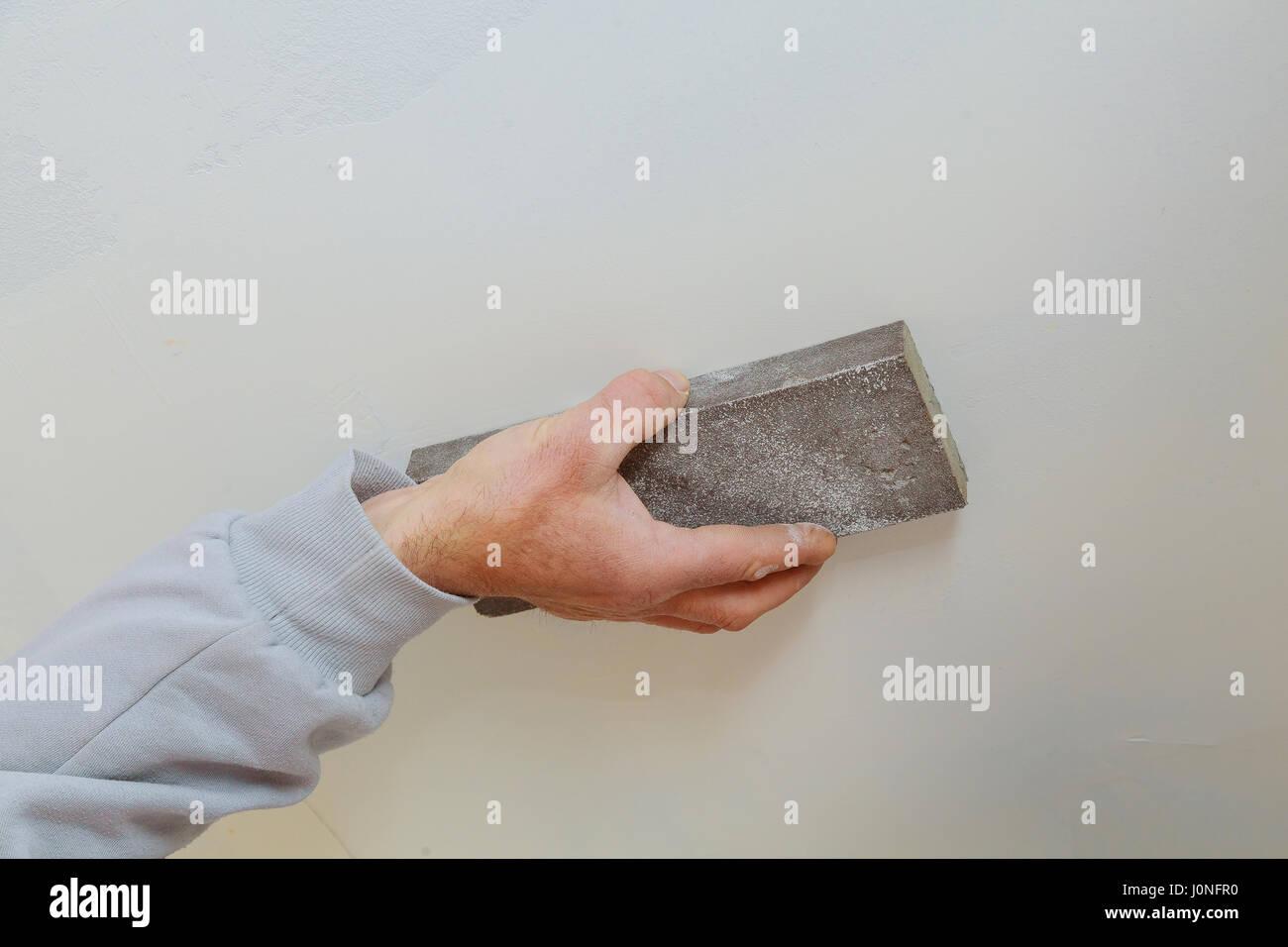 Mann Hand Schleifen Der Plaste Im Trockenbau Naht Gipskarton