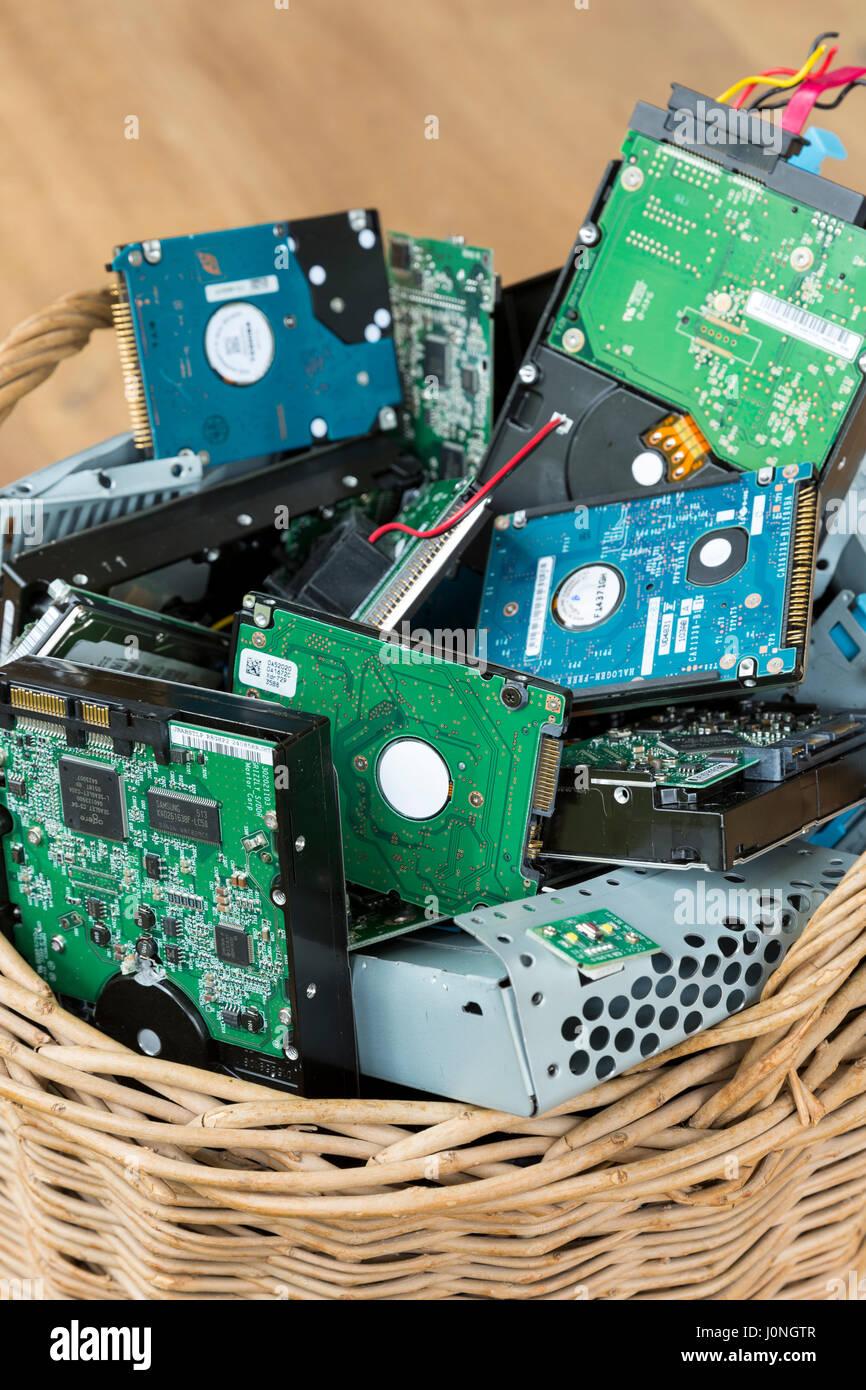 Leiterplatten von Computer-Festplatten, Kabel, Verbindungen und ...