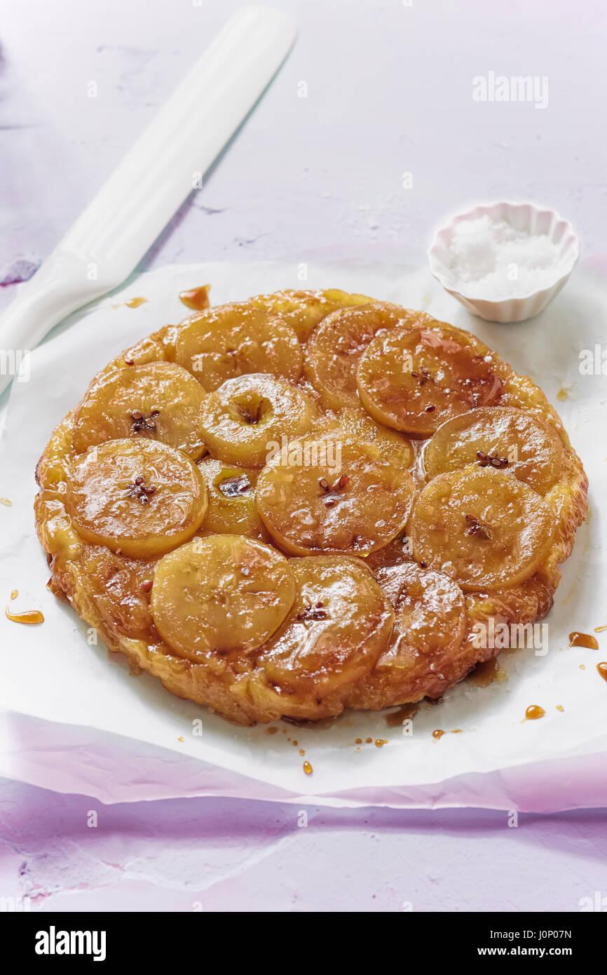 Tarte Tatin - Apfelkuchen mit Karamell Stockbild