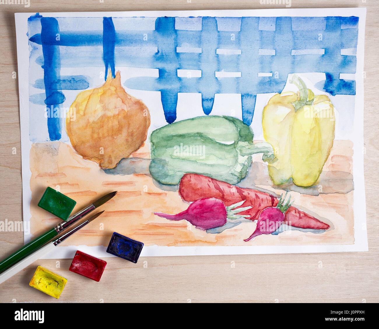 Stillleben mit Aquarellfarbe. Gemüse auf dem Küchentisch. Zwiebeln ...