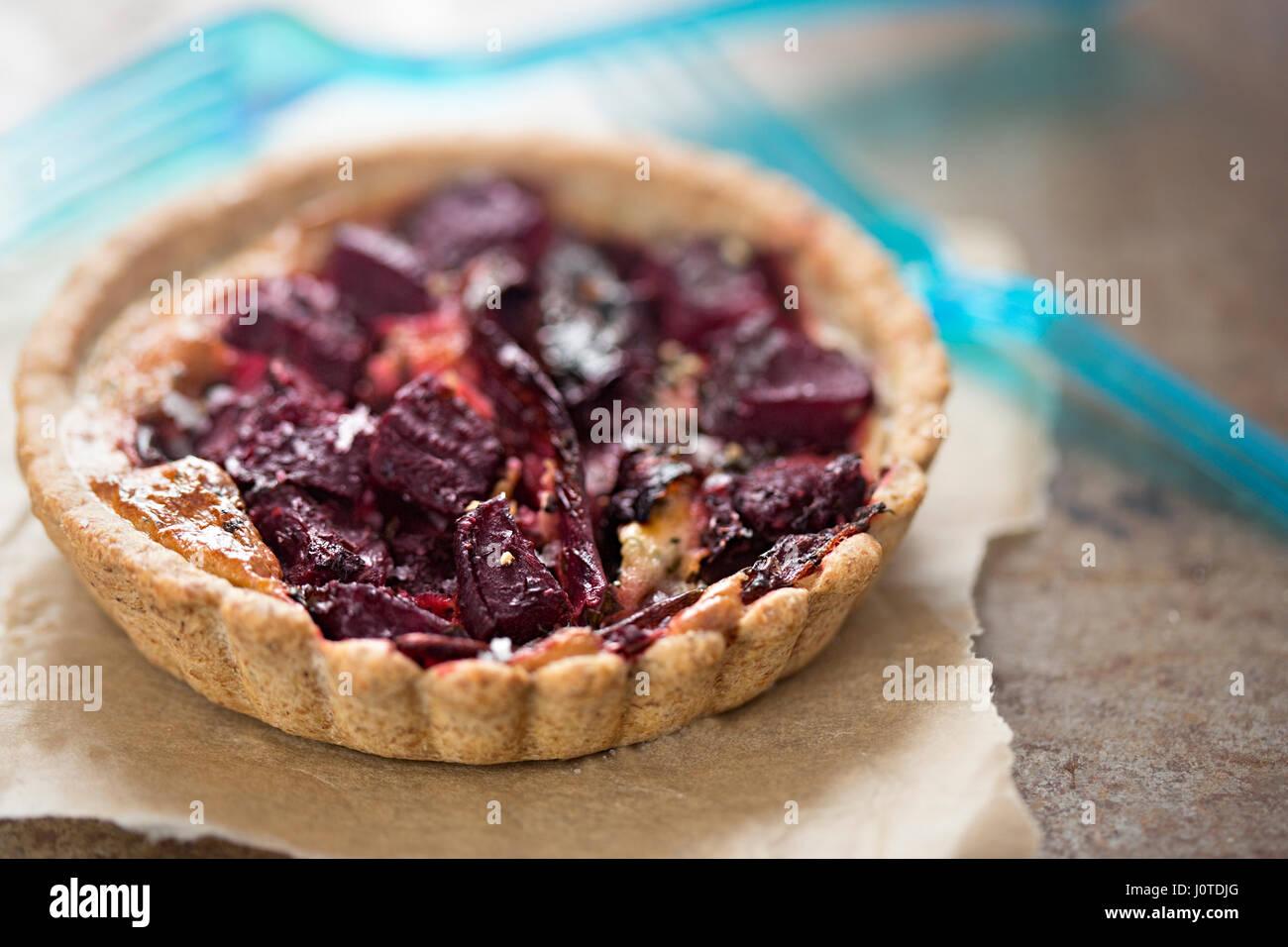Rote Bete und rote Zwiebel Torte Stockbild
