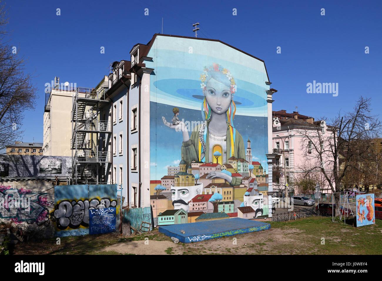 Kiew, UKRAINE   MARTH 30, 2017: Street Art Malerei Mit Ukrainischen Mädchen  Für Ein Haus In Andriyivskyy Abstammung In Kiew Altstadt.