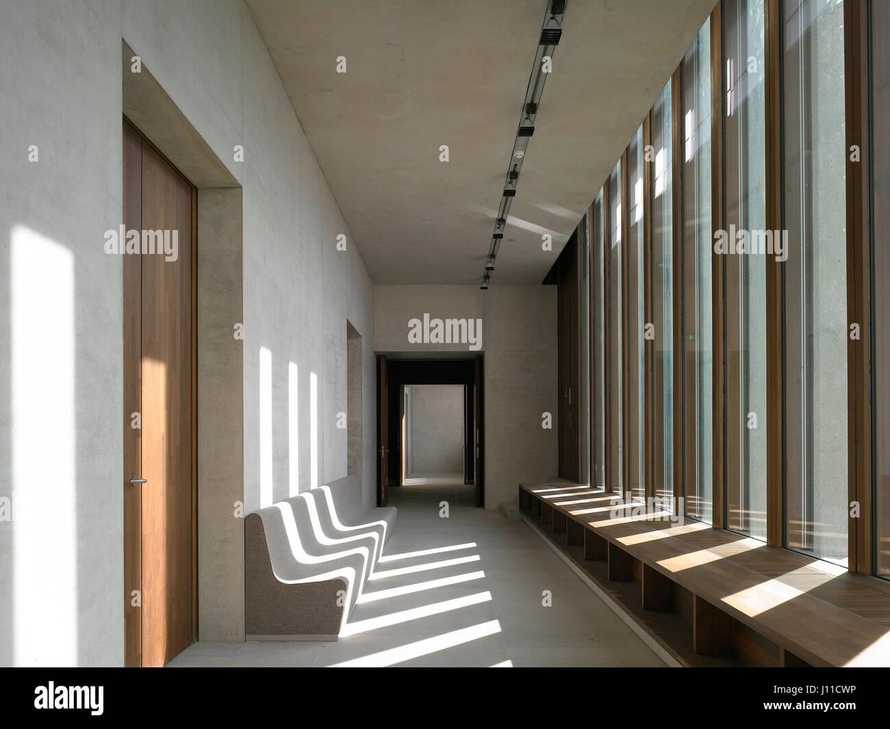 verglaste loggia mit tisch und sitzgelegenheiten am fenster literaturmuseum der moderne. Black Bedroom Furniture Sets. Home Design Ideas