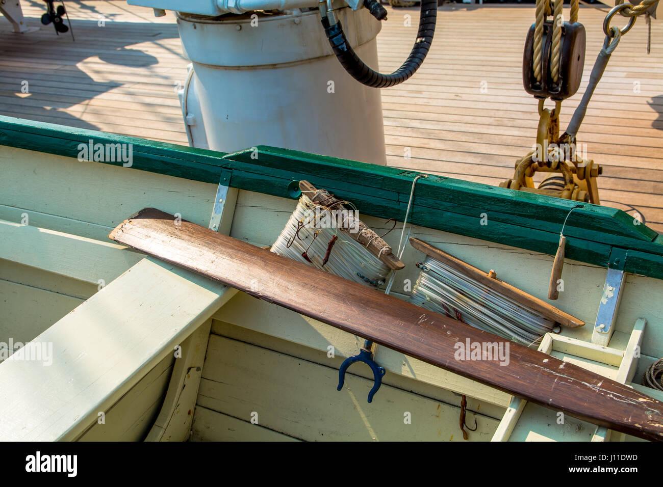 High Angle View Of Schiff Deck Boot Stockbild