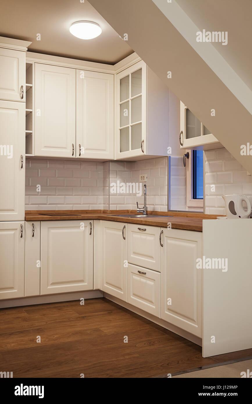 Eine moderne kleine Küche, Hotel Zimmer innere Struktur ...